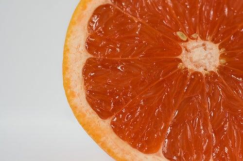 Грейпфрут при задержке жидкости