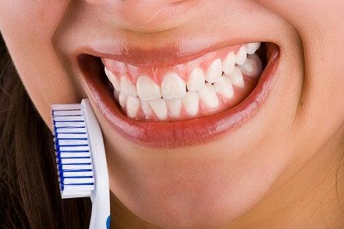 Здоровые зубы у женщин