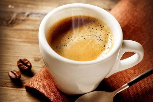 Помогает ли кофе справиться с чувством голода?