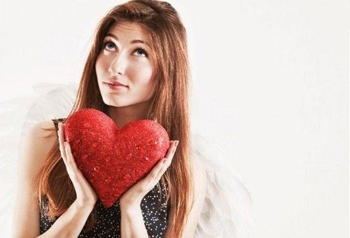 Прежде чем полюбить кого-то, следует полюбить себя