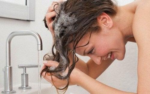 Мытье головы и пероксид водорода