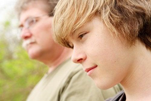 Воспитывать подростка