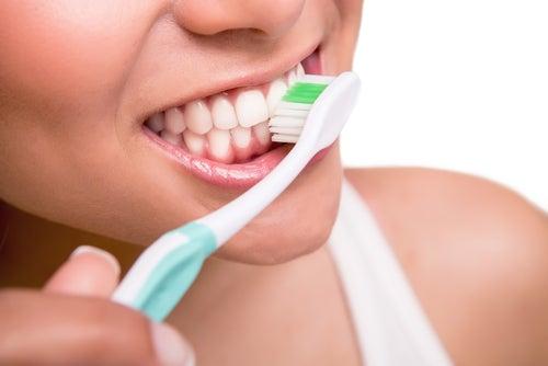 Зубная щетка и пероксид водорода