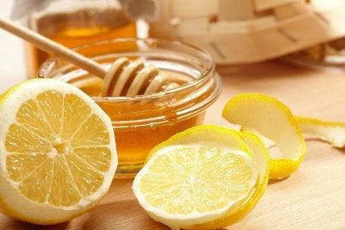 Лимон и мед уберут потемнение кожи