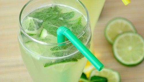 Вода с лимоном, мятой и огурцом - рецепт