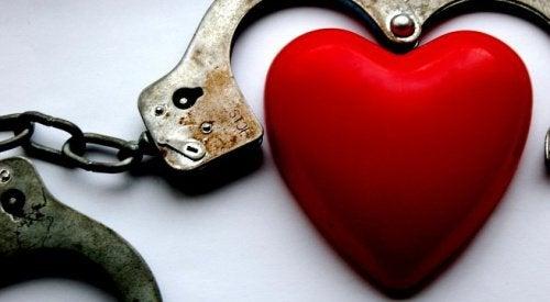 Эмоциональная зависимость в отношениях: 5 сценариев развития