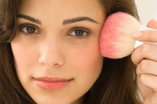 3 хитрости макияжа, которые сделают вас моложе