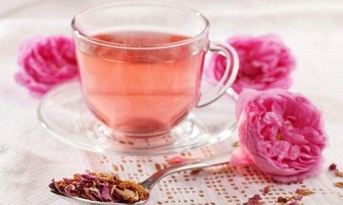 Чай из розы и мелиссы