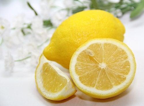 Лимон удалит пятна