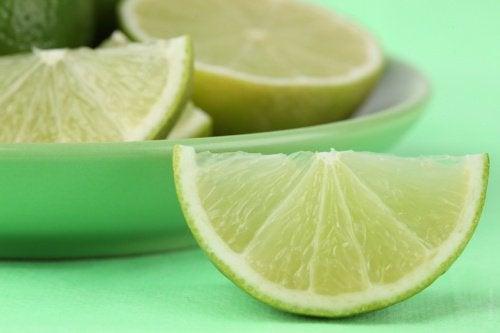 Лимонный сок поможет снизить уровень мочевой кислоты