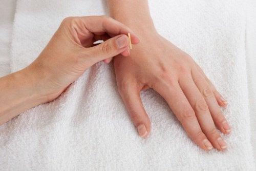 Точка Лин Гу: быстрая помощь при боли в пояснично-крестцовом отделе