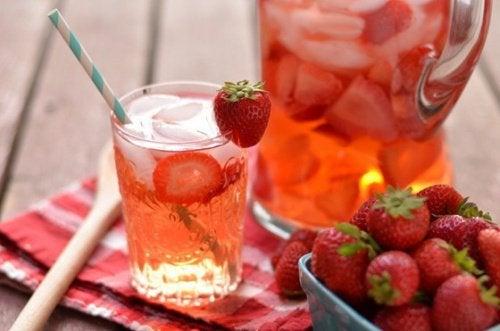 Клубничная вода поможет убрать целлюлит