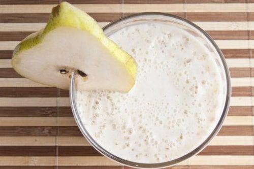 Коктейль из овсянки с грушей снизит уровень холестерина в крови