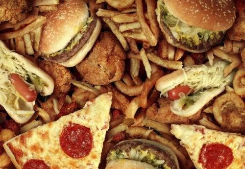 Вредная пища может спровоцировать рак толстого кишечника