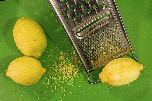 Как лечить боль в суставах тертой лимонной цедрой