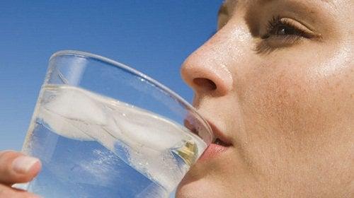 Вода поможет снизить уровень мочевой кислоты