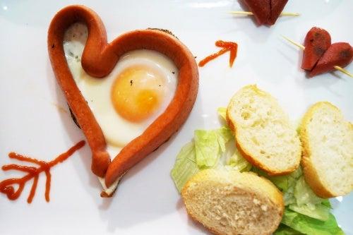 Яичница в форме сердечка