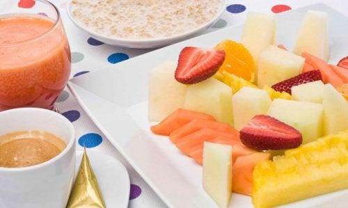 Завтрак из фруктов