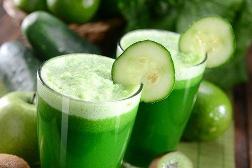 Зеленый смузи и красивая кожа