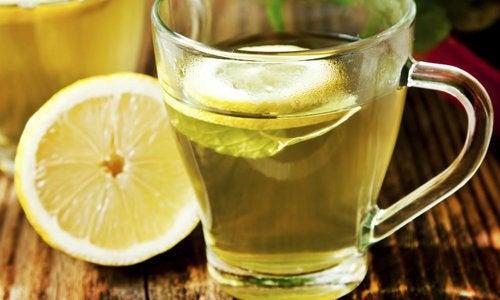 Вода с лимоном очистит печень и почки