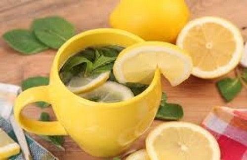 Чай с лимоном выводит токсины