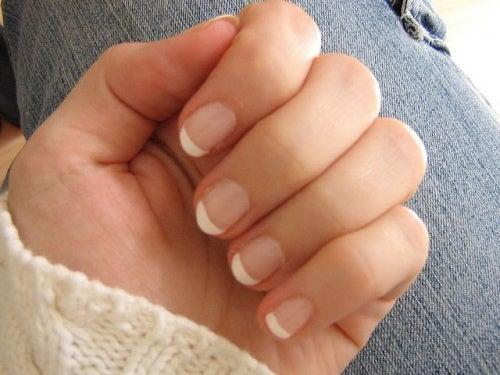 Ногти и молодость рук