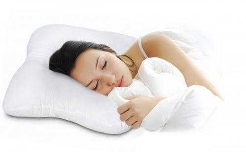 Подушка поможет если болит шея