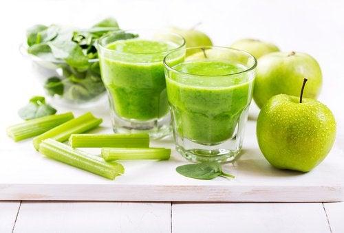 Зеленый коктейль для здоровья костей