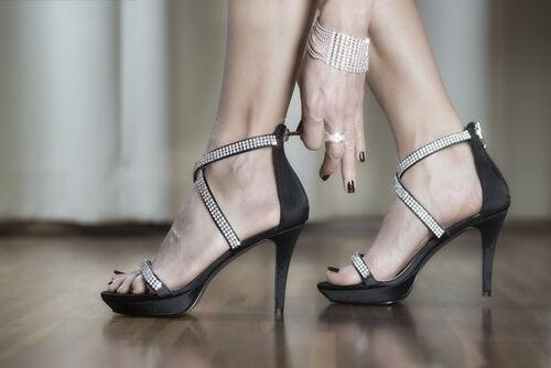 Забыть о боли в ногах на каблуках