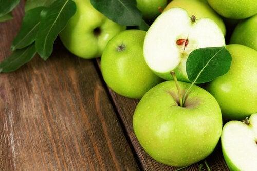 Зеленые яблоки полезны для костей