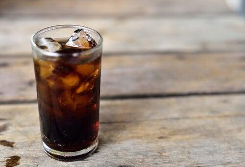 Газированные напитки разрушают кости