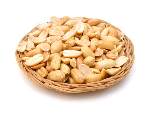 Арахис и орехи увеличивают слизь в дыхательных путях