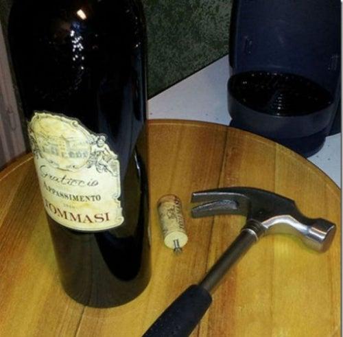 Открыть бутылку