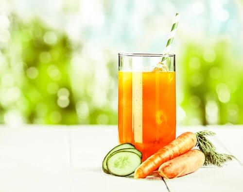 Сок из моркови поможет вывести камни из почек