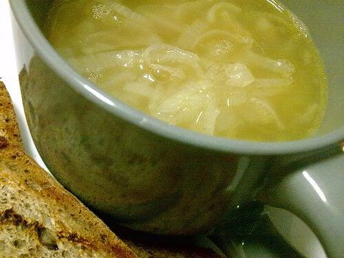 Луковый суп поможет справиться с задержкой жидкости