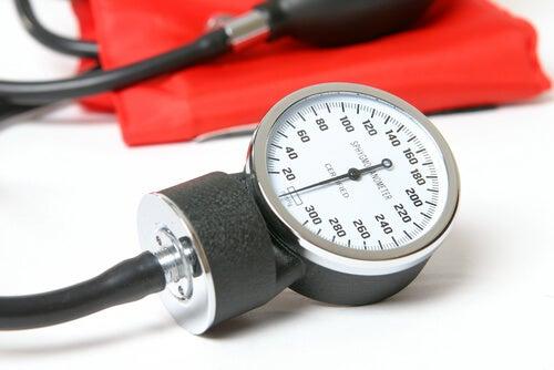 Яблочный уксус снижает высокое артериальное давление