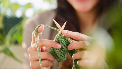 Вязание расслабляет мозг