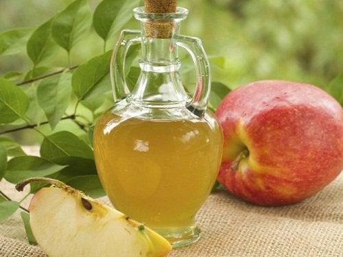 Яблочный уксус поможет убрать зубной налет