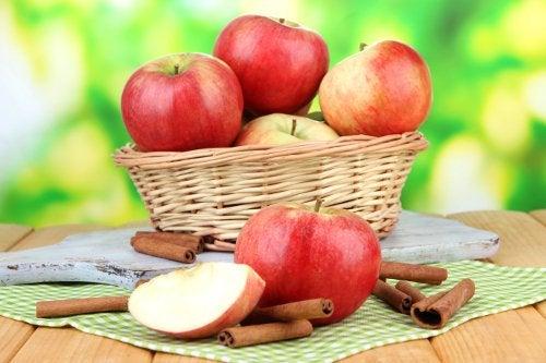 Правильно есть фрукты и яблоки
