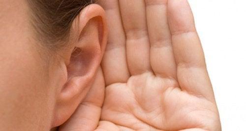 Тиннитус (звон в ушах): почему он возникает и как с ним справиться