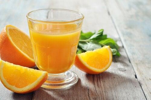 Апельсины содержат железо