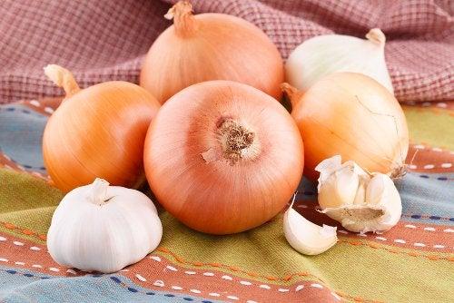 Лук и чеснок самые полезные овощи