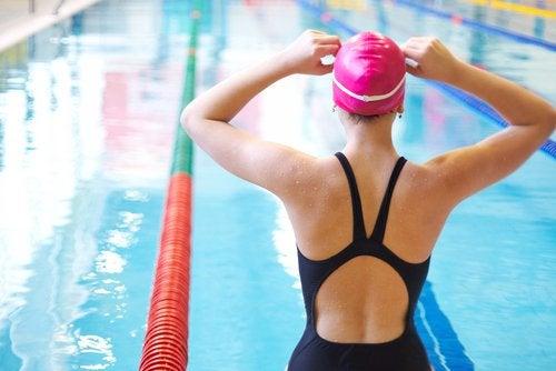 Плавание позволит укрепить колени