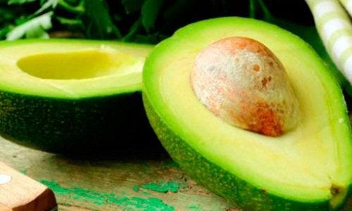 Авокадо сделает волосы блестящими