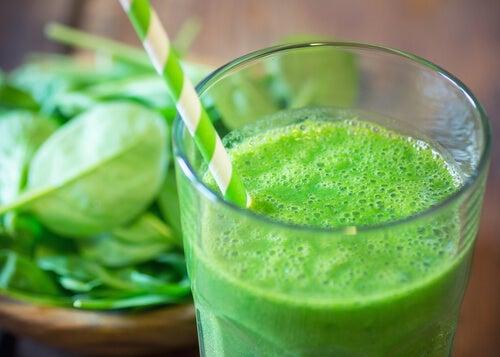 Зеленый сок снимет воспаление