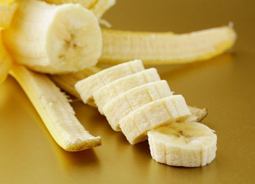Банан и сухая кожа рук