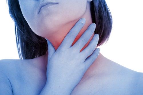 Воспаление миндалин и боль в горле