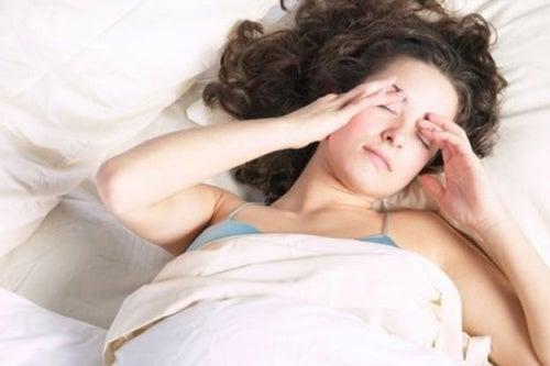 Головная боль во время сна или после пробуждения
