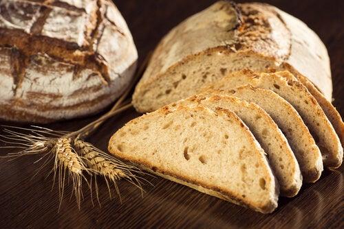 Цельнозерновой хлеб поможет похудеть