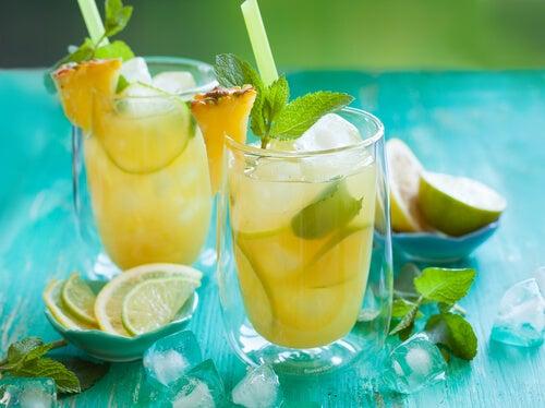 Ананасовая вода с лимоном